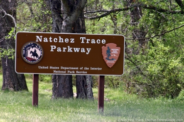 brown-natchez-trace-parkway-sign